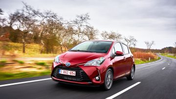 Toyota Yaris 2017 photos