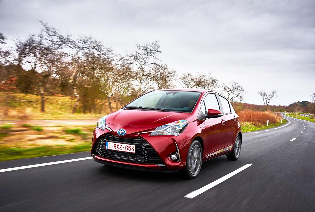 Toyota Yaris 2017 photos